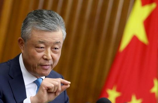 Tài khoản đại sứ Trung Quốc tại Anh thích clip khiêu dâm trên Twitter - Ảnh 1.