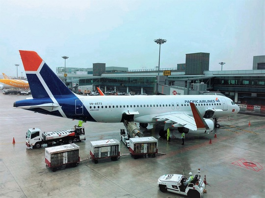 Sân bay Cần Thơ đón 2 chuyến bay chở 360 người Việt từ Singapore - Ảnh 1.