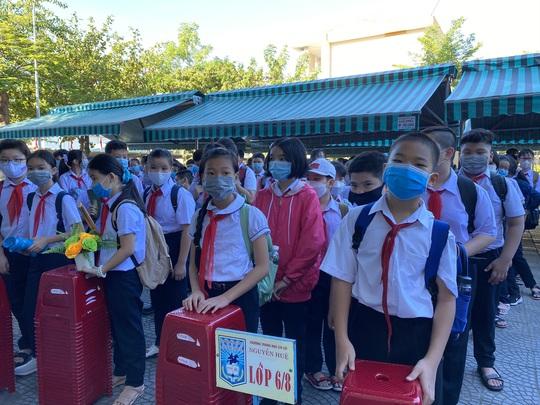"""Đà Nẵng: Học sinh mang thông điệp """"5K"""" đến trường, sau 1 tuần học trực tuyến - Ảnh 7."""