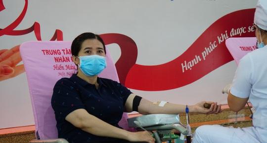 CNVC-LĐ tình nguyện hiến máu cứu người - Ảnh 1.