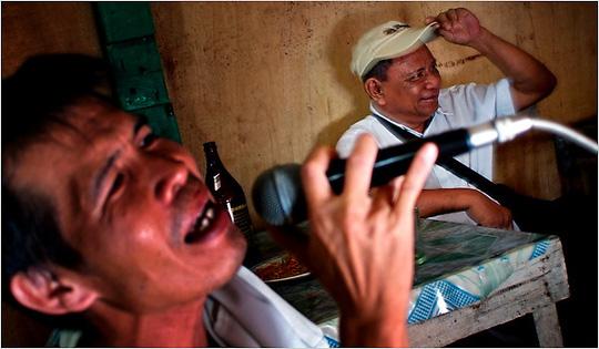 Philippines: Tuyên chiến với sự hành hạ không mệt mỏi của karaoke - Ảnh 2.