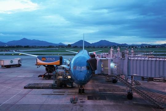 CLip: Chuyến bay thương mại quốc tế thường lệ đầu tiên sau Covid-19 - Ảnh 19.