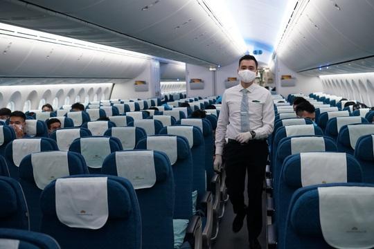 CLip: Chuyến bay thương mại quốc tế thường lệ đầu tiên sau Covid-19 - Ảnh 22.