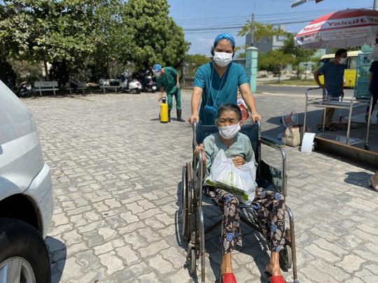 Đà Nẵng: 6 bệnh nhân Covid-19 được chữa khỏi và xuất viện dịp lễ 2-9 - Ảnh 2.