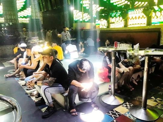 """Phát hiện 102 người đang mở tiệc ma túy"""" trong quán bar ở Tiền Giang - Ảnh 2."""