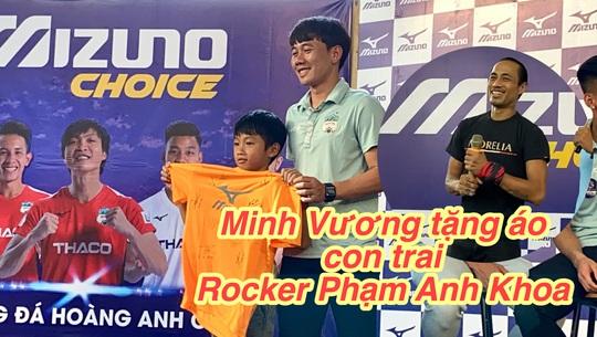 Rocker Phạm Anh Khoa tái xuất sân khấu, đưa con trai đến giao lưu Xuân Trường, Minh Vương - Ảnh 4.