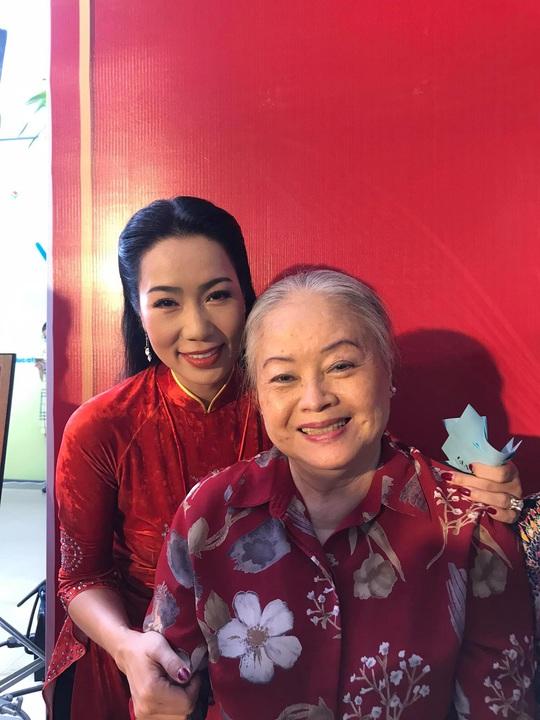 Đông đảo nghệ sĩ xem triển lãm ảnh của NSND Minh Vương - Ảnh 8.