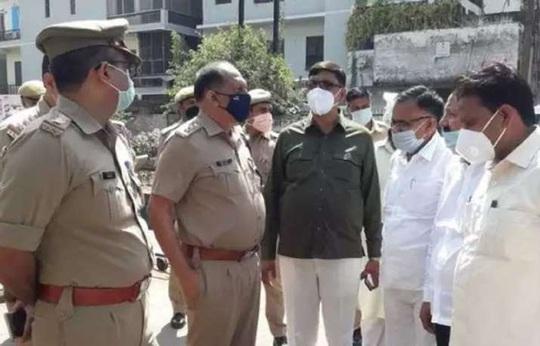 Ấn Độ: Đang cắt cỏ với gia đình, bị lôi xuống ruộng cưỡng hiếp và tử vong - Ảnh 1.