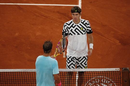 Clip Vua Rafael Nadal, Hoàng tử Dominic Thiem thắng dễ trận ra quân Roland Garros - Ảnh 4.
