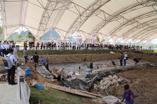 Gần 300 nhà khoa học, khảo cổ tìm hiểu về bãi cọc Bạch Đằng mới được phát hiện - Ảnh 1.