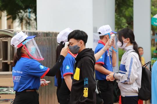 Thứ trưởng Bộ GD-ĐT Nguyễn Hữu Độ: Phải đảm bảo công bằng giữa 2 đợt thi - Ảnh 2.