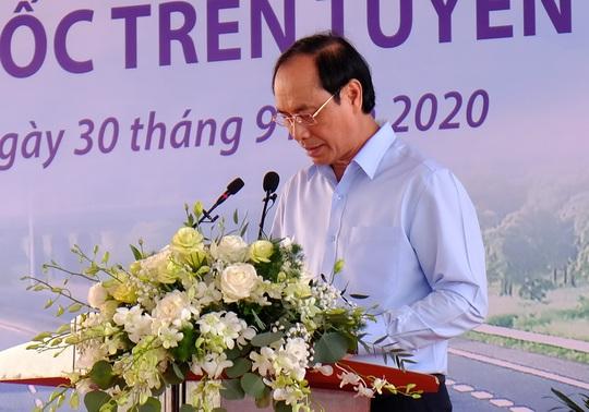 Thủ tướng Nguyễn Xuân Phúc dự lễ khởi công đường cao tốc Bắc - Nam - Ảnh 4.