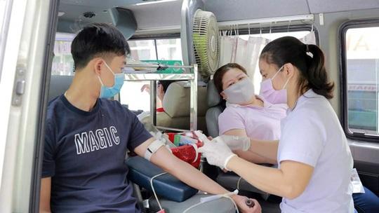 Hơn 200 đoàn viên tham gia hiến máu tình nguyện - Ảnh 1.