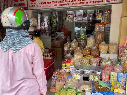Thực phẩm chay giả mặn không nhãn mác bán đầy chợ - Ảnh 1.
