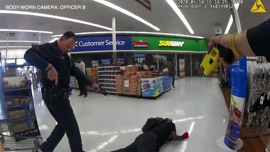 Mỹ: Cảnh sát bắn chết người da màu bị đưa ra tòa - Ảnh 1.