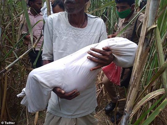 Ấn Độ: Thù hằn gia đình, đối thủ hãm hiếp và sát hại 3 bé gái trong làng - Ảnh 1.