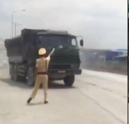 Xe ben biển đỏ đại náo khi bị CSGT truy đuổi tại Đồng Nai - Ảnh 5.