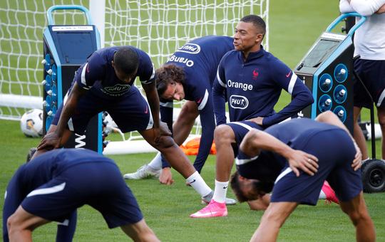 Mbappe nhiễm Covid-19, tuyển Pháp và PSG đối đầu gay gắt  - Ảnh 5.