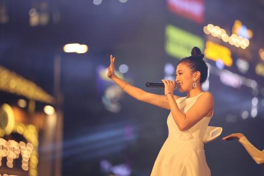 Bữa tiệc âm nhạc tuyệt vời mừng năm mới, mừng thành phố Thủ Đức của người Sài Gòn - Ảnh 18.