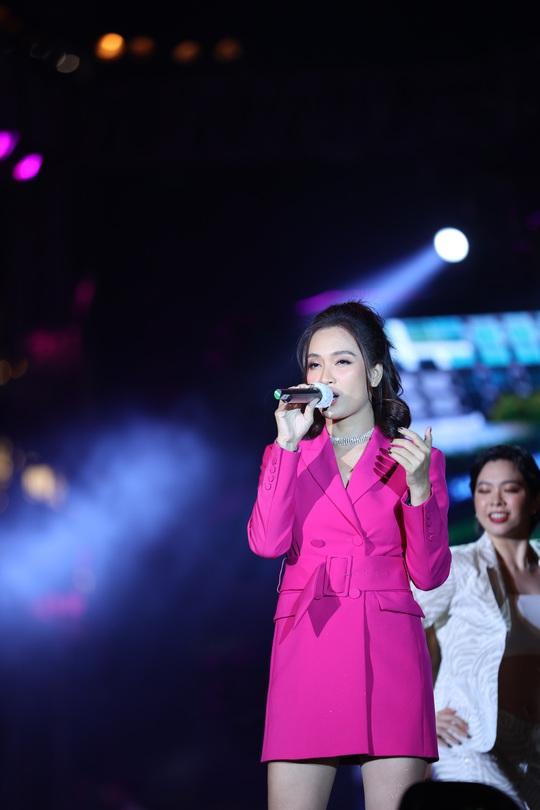 Bữa tiệc âm nhạc tuyệt vời mừng năm mới, mừng thành phố Thủ Đức của người Sài Gòn - Ảnh 13.