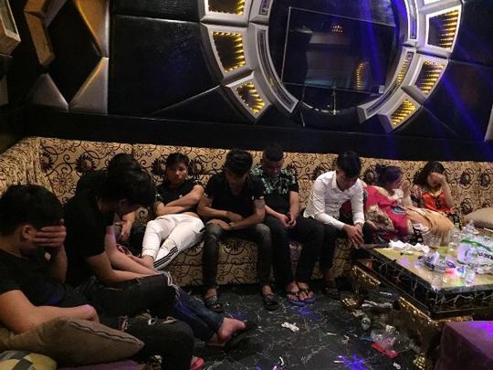 47 nam nữ phê ma túy trong quán karaoke ở Quảng Nam - Ảnh 3.