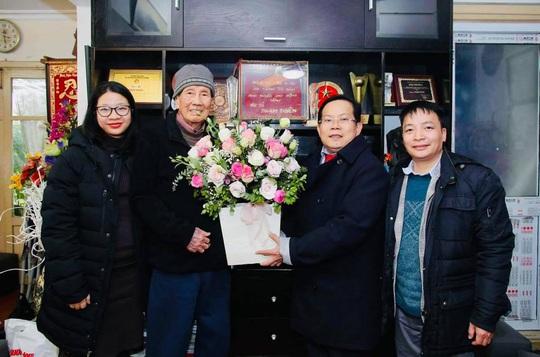 Mai Vàng nhân ái thăm nhạc sĩ Phạm Tuyên trước sinh nhật tuổi 91 - Ảnh 1.