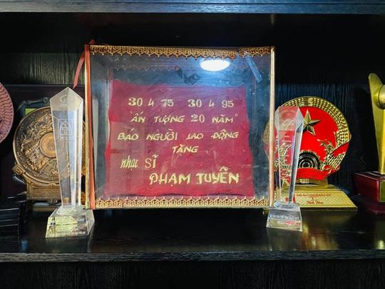 Mai Vàng nhân ái thăm nhạc sĩ Phạm Tuyên trước sinh nhật tuổi 91 - Ảnh 6.