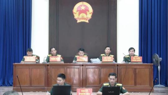 Đồng phạm phản bác Lê Quang Hiếu Hùng tại Tòa án Quân sự Quân khu 7 - Ảnh 2.