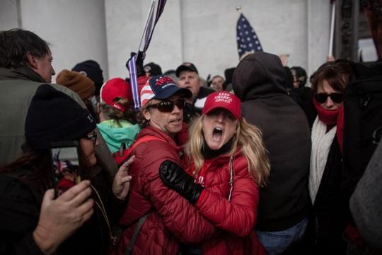Mỹ đối mặt nguy cơ biểu tình vũ trang ở 50 bang - Ảnh 1.