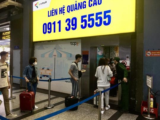 Sau lùm xùm, việc đón khách của xe taxi ở sân bay Tân Sơn Nhất hiện ra sao? - Ảnh 3.