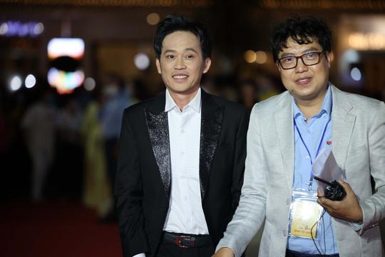 Hoài Linh, Jack, Phương Anh, Ngô Kiến Huy khuấy động thảm đỏ Mai Vàng 26-2020 - Ảnh 21.