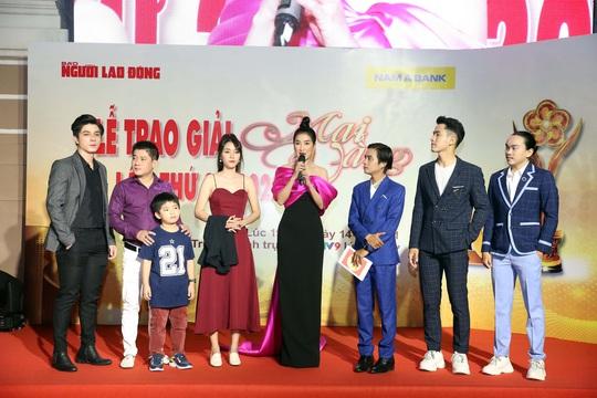 Hoài Linh, Jack, Phương Anh, Ngô Kiến Huy khuấy động thảm đỏ Mai Vàng 26-2020 - Ảnh 5.