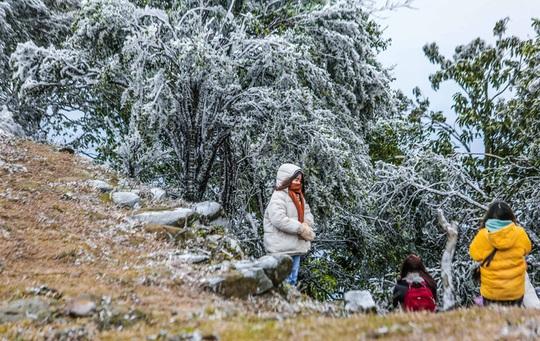 Không khí lạnh cường độ mạnh tràn về, khả năng xảy ra băng giá, mưa tuyết - Ảnh 1.