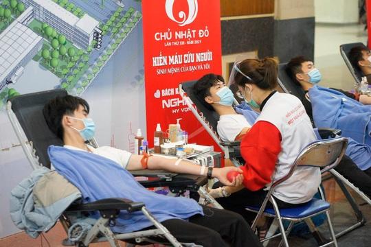 Hoa hậu Đỗ Thị Hà cùng hai Á hậu rạng rỡ tại ngày hội hiến máu Chủ nhật Đỏ - Ảnh 3.