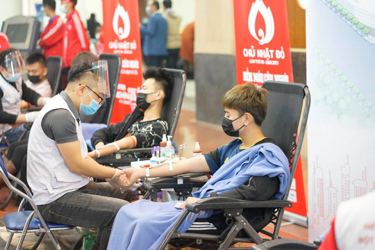 Hoa hậu Đỗ Thị Hà cùng hai Á hậu rạng rỡ tại ngày hội hiến máu Chủ nhật Đỏ - Ảnh 13.