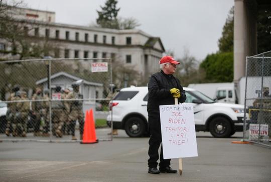 Đám đông biểu tình chùn bước, Washington vắng lặng như tờ - Ảnh 7.
