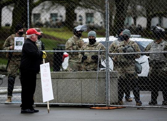 Đám đông biểu tình chùn bước, Washington vắng lặng như tờ - Ảnh 6.