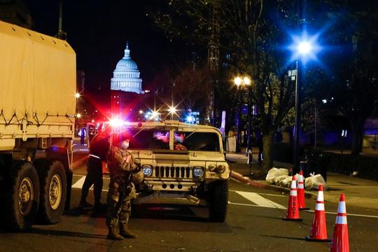 Đám đông biểu tình chùn bước, Washington vắng lặng như tờ - Ảnh 2.