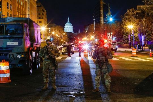 Đám đông biểu tình chùn bước, Washington vắng lặng như tờ - Ảnh 1.
