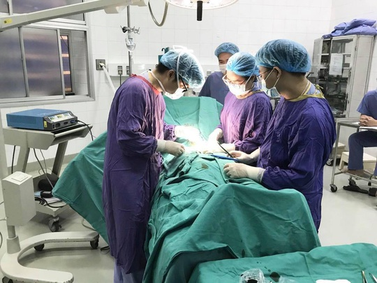 Nam bệnh nhân bị hoại tử của quý sau cắt bao quy đầu - Ảnh 1.