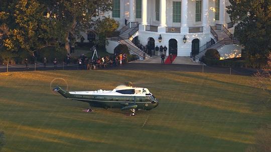 Tổng thống Donald Trump rời Nhà Trắng - Ảnh 1.