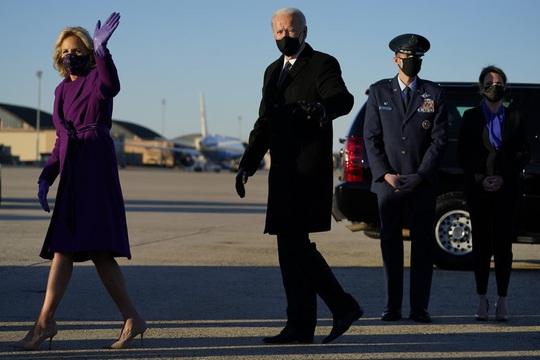 Ông Biden xúc động rơi nước mắt trước khi đến Washington nhậm chức - Ảnh 3.