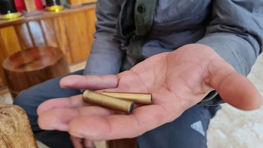 Xác minh việc trung úy công an xã bị tố nổ súng, dọa bắn vỡ sọ người dân - Ảnh 3.
