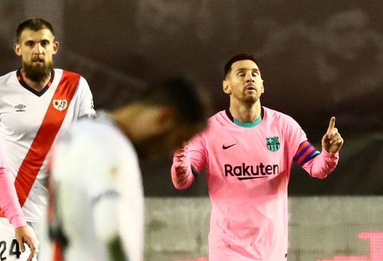 Giúp Barcelona ngược dòng thắng, Messi thiết lập kỷ lục mới - Ảnh 1.
