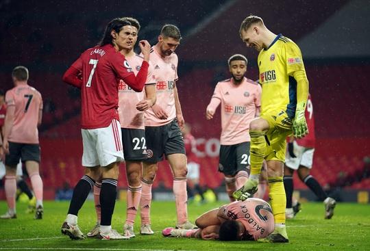 HLV Solskjaer nói gì khi Man United thua đội chót bảng, mất ngôi đầu? - Ảnh 4.