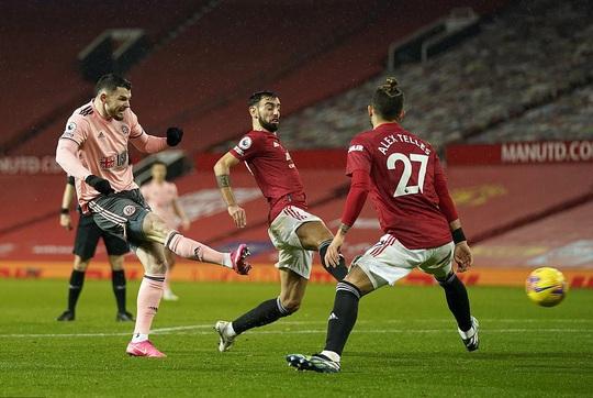 Thua sốc đội chót bảng, Man United mất trắng ngôi đầu Ngoại hạng - Ảnh 6.