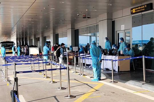 Đóng cửa sân bay Vân Đồn 15 ngày - Ảnh 1.
