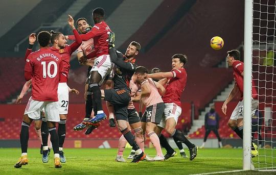 Thua sốc đội chót bảng, Man United mất trắng ngôi đầu Ngoại hạng - Ảnh 2.