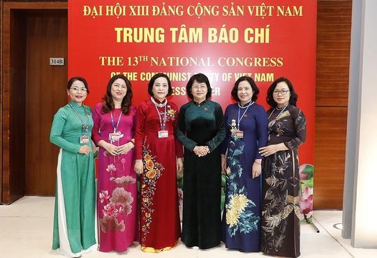 Các nữ đại biểu tham dự Đại hội XIII của Đảng - Ảnh 9.