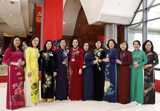 Các nữ đại biểu tham dự Đại hội XIII của Đảng - Ảnh 10.